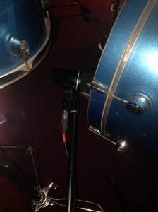 As hard as it is to see, this is an MXL A55 Kick mic placed at the omega side of the kick drum, to pick up the 'slap'/attack (800Hz-4kHz).